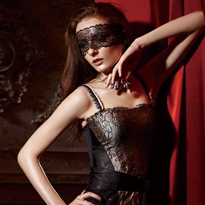 【La Felino】墬入情網<b>1</b>/<b>2</b>隱鋼式罩杯款B-D罩杯馬甲 (華麗黑)