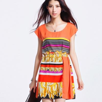 ALICAI 艾麗彩 落肩夏日風香蕉印花繽紛繩結腰帶洋裝(M-L)