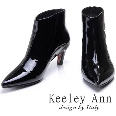 Keeley Ann 簡約百搭~質感素面全真皮尖頭中跟踝靴(漆皮黑-Ann)
