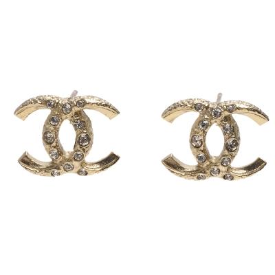 CHANEL 經典雙C LOGO反轉造型水鑽鑲嵌針式耳環(金)