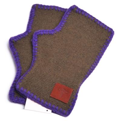 Vivienne Westwood 行星LOGO皮標造型滾邊露指羊毛手套(綠底)