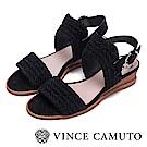 Vince Camuto 麂皮編織金屬扣中跟涼鞋-黑色