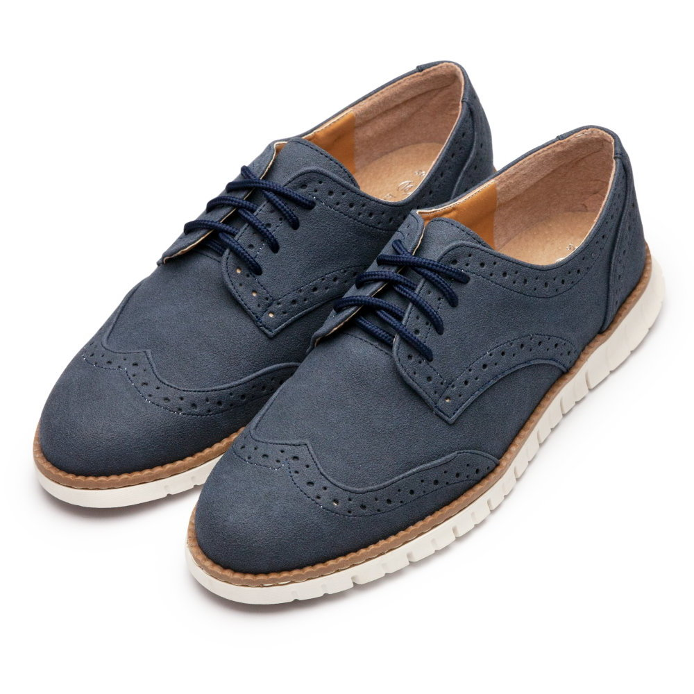 BuyGlasses 麂皮雕花設計男休閒鞋-藍