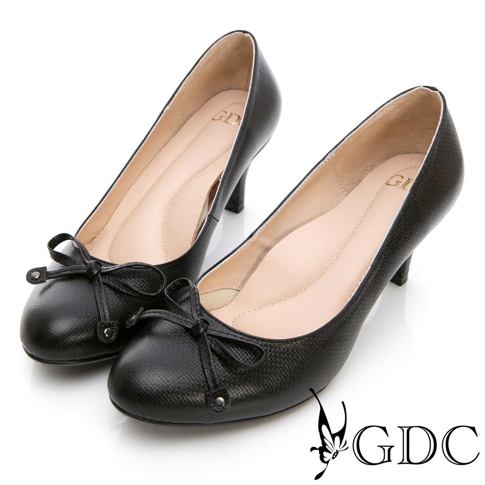 GDC-真皮壓紋蝴蝶結素面OL上班跟鞋-黑色