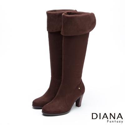 DIANA-經典百搭-舒適金屬皮帶兩穿長筒跟靴-咖