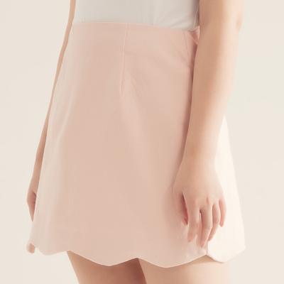 AIR SPACE PLUS 中大尺碼 花瓣裙襬純色舒彈短裙(粉紅)!
