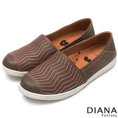 DIANA-超厚切布朗尼少女款-壓紋仿舊真皮平底鞋