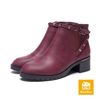 鞋櫃ShoeBox-短靴-鉚釘繞踝方釦尖頭粗跟休閒短靴-酒紅
