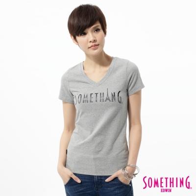 SOMETHING女印花燙鑽V領T恤