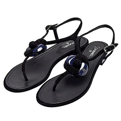 CHANEL 經典山茶花鑲嵌小香LOGO小牛皮露趾夾腳涼鞋(黑)
