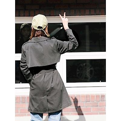 附綁帶素色翻領風衣外套-OB大尺碼
