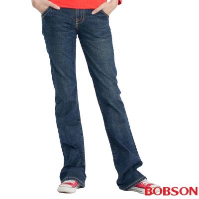 【BOBSON】女款磨破貼口袋伸縮喇叭褲(藍53)