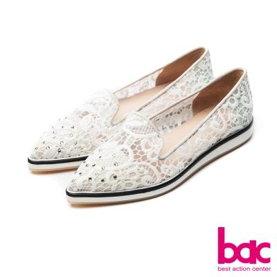 bac甜美履行-尖頭鏤空蕾絲貼鑽樂福懶人休閒鞋-白