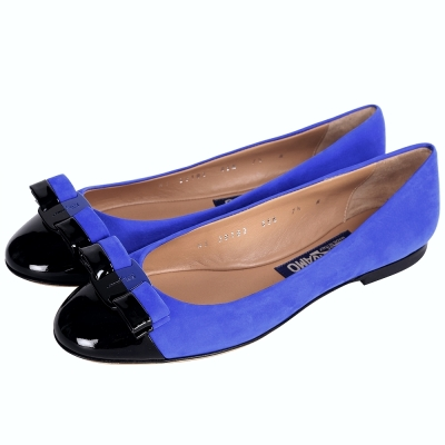 Salvatore Ferragamo VARINA 麂皮拼接娃娃鞋(藍x黑)