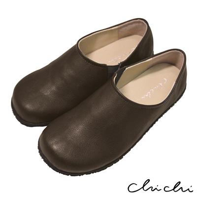 Chichi 舒適首選 素面側邊鬆緊休閒鞋*咖啡色