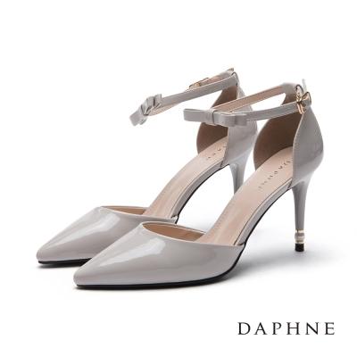 達芙妮DAPHNE 高跟鞋-珍珠綴跟蝴蝶結踝帶尖頭鞋-灰