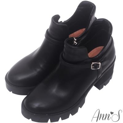 Ann'S時髦妹子-顯瘦側挖空V口厚底粗跟短靴-黑