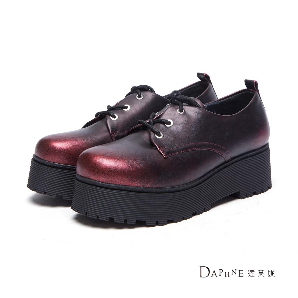 達芙妮DAPHNE 牛津鞋-金屬仿舊刷色綁帶厚底牛津鞋-酒紅8H