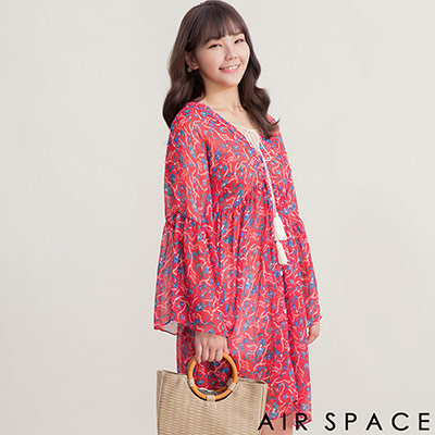 AIR SPACE PLUS 中大尺碼 花草圖樣V領綁帶荷葉袖洋裝(紅)