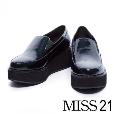 休閒鞋 MISS 21 亮澤摩登時尚皮革厚底休閒鞋-綠