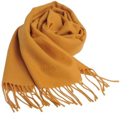 VERSACE 凡賽斯品牌字母LOGO刺繡高質感羊毛圍巾(芥末黃)