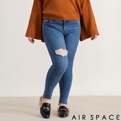 AIR SPACE PLUS CHIAO聯名刷破不修邊設計牛仔長褲(藍)