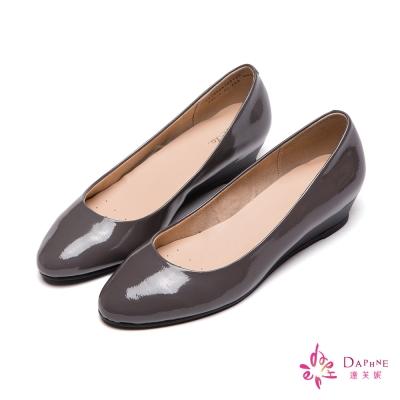 達芙妮DAPHNE-微尖經典素色簡約小坡跟鞋-品味