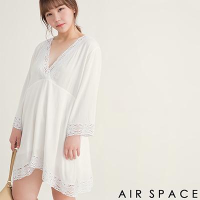 AIR SPACE PLUS 中大尺碼 滾邊蕾絲寬袖傘襬洋裝(白)