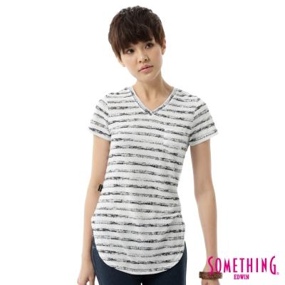 SOMETHING 斑駁印條長版V領T恤-女-白色