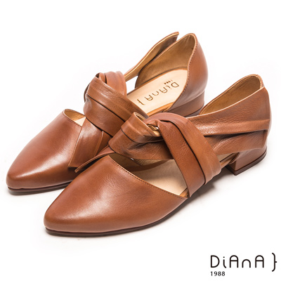 DIANA 纏繞風範--魅力修飾真皮扭結尖頭平底鞋-卡其