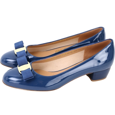 Salvatore Ferragamo VARA 蝴蝶結漆皮粗跟鞋(藏藍色)