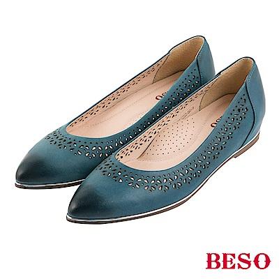 BESO 氣質典雅 全真皮雕花仿舊刷色內增高尖頭平底鞋~藍