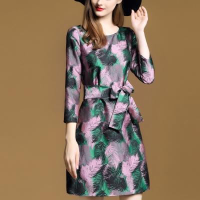 FQ時尚天后 綠圓領羽毛刺繡七分袖口短版洋裝(S-2XL)