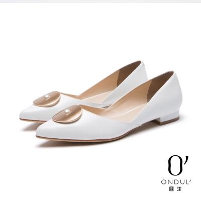 達芙妮x高圓圓 圓漾系列 平底鞋-金屬圓片珍珠鑲飾尖頭鞋-白