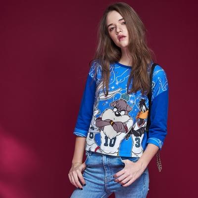 ICHE衣哲 時尚華納卡通印花拼接短版造型上衣-藍