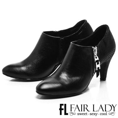 Fair Lady 摩登金屬鏈拼革尖頭踝靴 黑