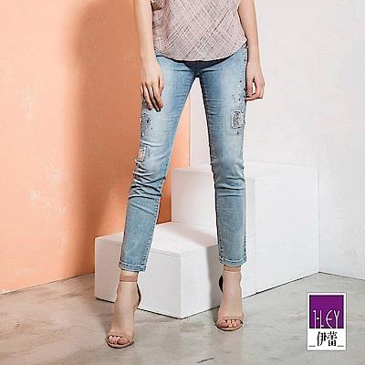 ILEY伊蕾 刺繡燙鑽美型剪裁牛仔褲(藍)