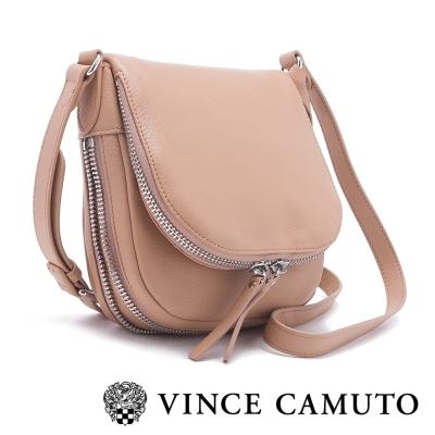 VINCE CAMUTO 個性時尚 皮革拉鍊式半圓型側背包-棕色