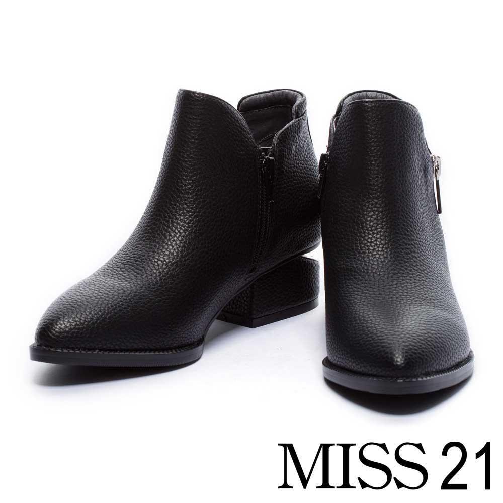 短靴 MISS 21 經典光澤皮革尖頭造型粗跟短靴-黑