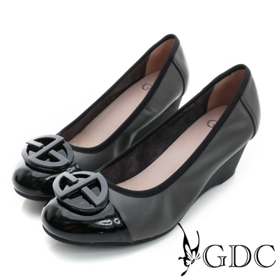 GDC-鞋面拼接橢圓飾扣柔軟真皮楔型中跟鞋-淺灰色