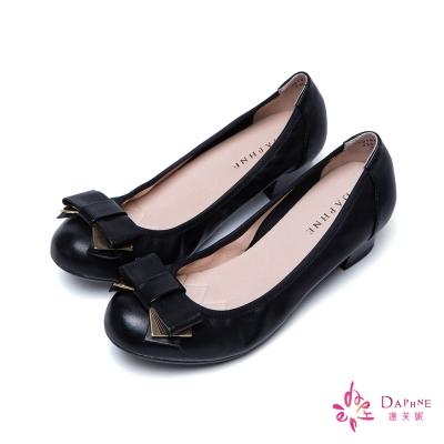達芙妮DAPHNE-飄逸輕履金屬綴片蝴蝶結小羊皮柔軟低跟鞋-優雅黑