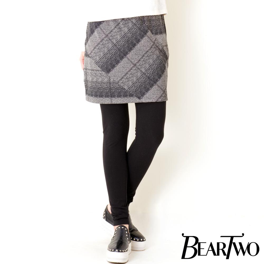 BearTwo 混色幾何假兩件窄裙內搭褲 (黑色)