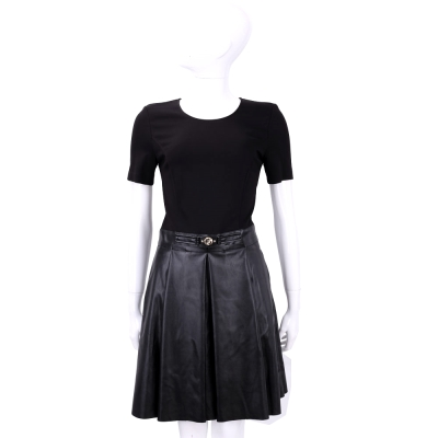 VERSACE 黑色拼接仿皮褶裙短袖洋裝