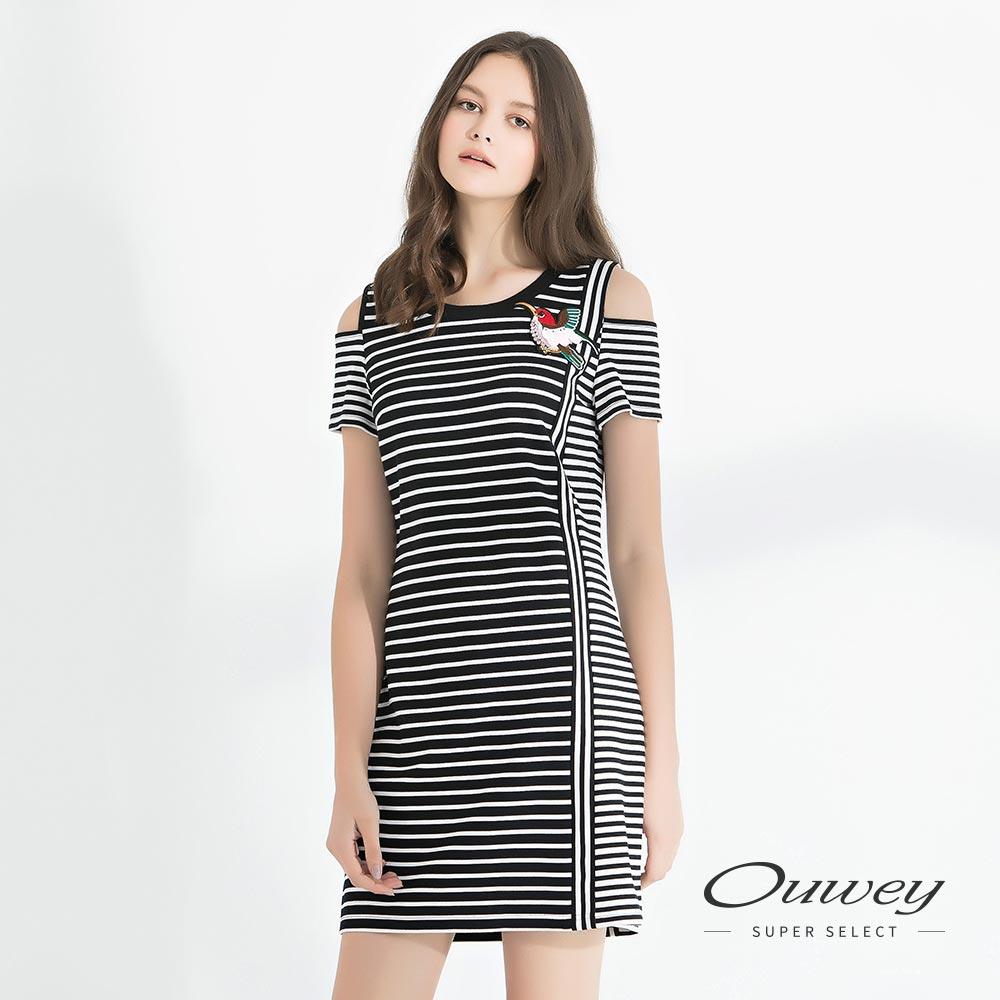 OUWEY歐薇 挖洞露肩條紋剪接洋裝(黑)