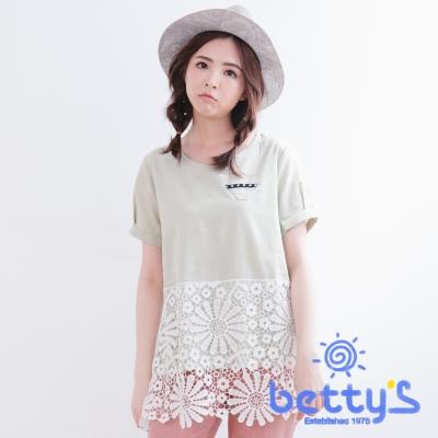 betty's貝蒂思 圓領下襬拼接蕾絲布棉麻上衣(亞麻綠)
