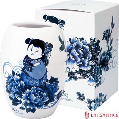 LSY-林三益-娉婷-青花胖娃娃筆插瓷瓶-青衣娃娃