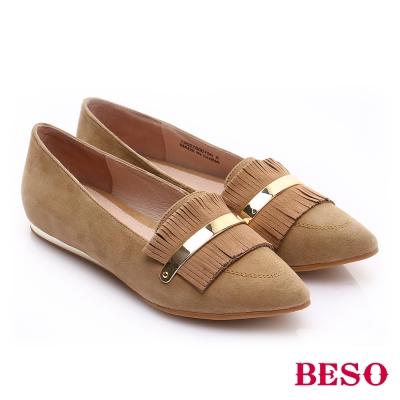 BESO 時尚核心 絨面羊皮流蘇平底鞋 棕