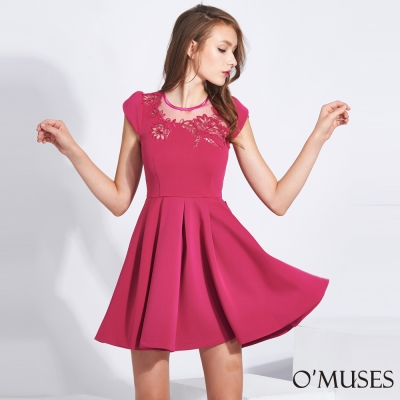 蕾絲刺繡花裙擺壓褶洋裝-OMUSES