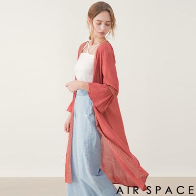 AIR SPACE 拼接鏤空蕾絲開衩長版罩衫(卡其)