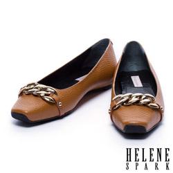 平底鞋 HELENE SPARK 金屬風鎖鍊配飾牛皮方頭平底鞋-駝